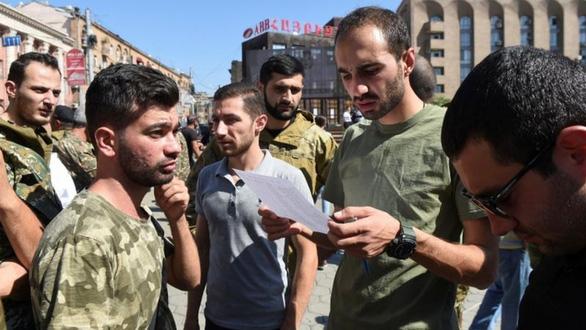 Armenia và Azerbaijan đụng độ mạnh, thế giới kêu gọi trở lại bàn đàm phán - Ảnh 2.