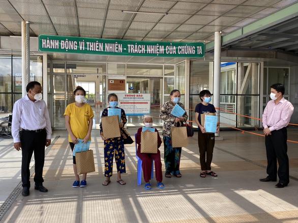 Hai bệnh nhân cuối xuất viện, Quảng Nam sạch bóng COVID-19 - Ảnh 1.