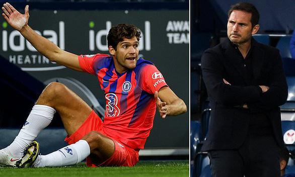 HLV Lampard đã phát điên với Marco Alonso - Ảnh 1.