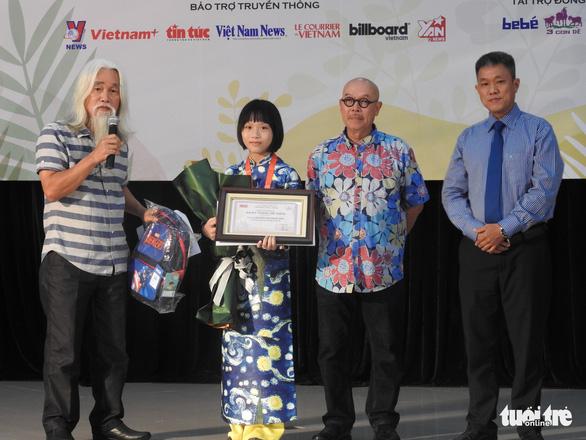 Con trai 12 tuổi của Nguyễn Ngọc Tư nhận giải thưởng văn chương Khát vọng Dế mèn - Ảnh 3.