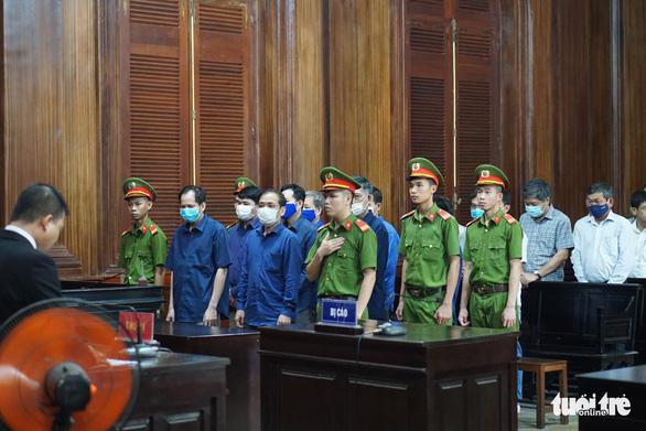 Cựu giám đốc Công ty Lương thực Trà Vinh lãnh 30 năm tù - Ảnh 1.
