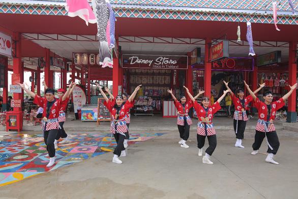Biểu tượng Sóc Bombo nổi bật tại khu kinh tế đêm Phú Thiên Kim - Ảnh 2.