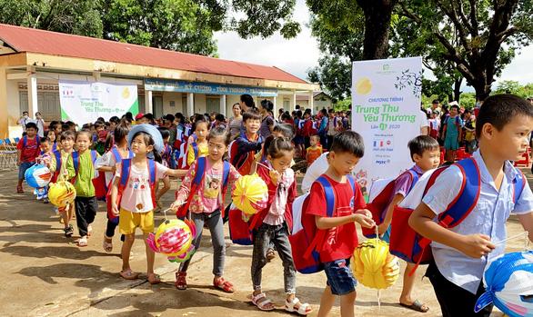 Quỹ Hiểu về trái tim mang quà Trung thu đến với trẻ em Đắk Lắk - Ảnh 1.