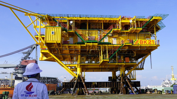 Vietsovpetro hạ thủy khối thượng tầng giàn khoan nặng gần 900 tấn - Ảnh 3.