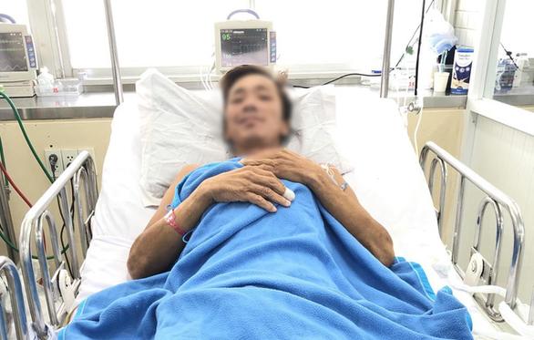 Sức khỏe phục hồi tốt, bệnh nhân bị rắn hổ mang chúa cắn nói lời cảm ơn mọi người - Ảnh 1.