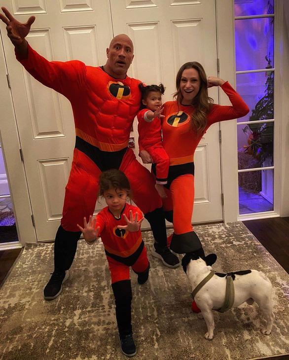 Người hùng cơ bắp Hollywood Dwayne Johnson và gia đình mắc COVID-19 - Ảnh 1.