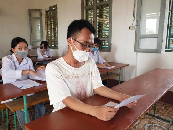 Hoàn cảnh khó khăn, thí sinh đạp xe hơn 30km từ Nam Định sang Thái Bình dự thi THPT - Ảnh 2.