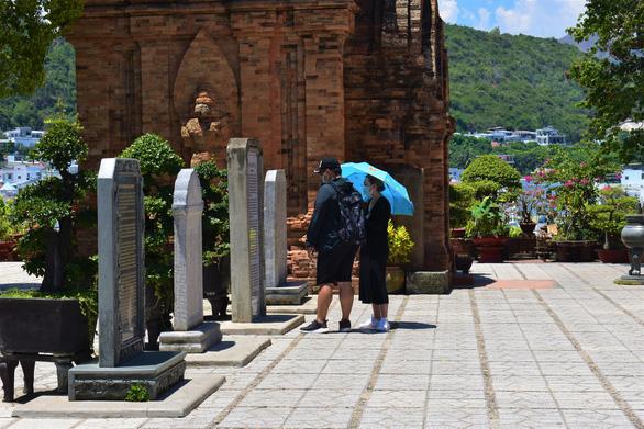 Xử lý việc khách đến Nha Trang bị chèo kéo, dọa đánh, taxi chở thẳng đến quán quen - Ảnh 1.