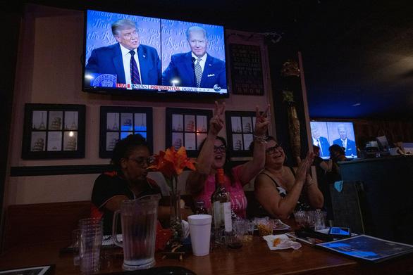 Trump - Biden công kích nhau gay gắt trong buổi tranh luận đầu tiên - Ảnh 1.