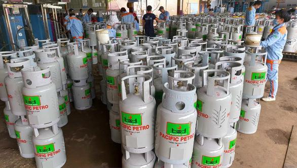 Giá gas tăng lần thứ 3 liên tiếp, thêm 6.000 đồng mỗi bình 12kg - Ảnh 1.