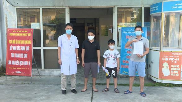 Ba bệnh nhân COVID-19 cuối cùng ở Hải Dương xuất viện - Ảnh 1.