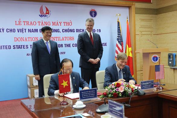 100 máy thở Mỹ sẽ được lắp tại các bệnh viện công Việt Nam - Ảnh 1.