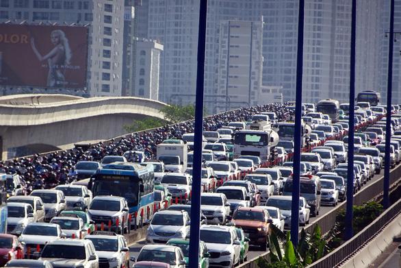 TP.HCM cấm xe qua cầu vượt Nguyễn Hữu Cảnh từ 3-10 - Ảnh 1.