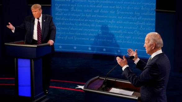 Trump - Biden: Ai chiếm ưu thế trong cuộc tranh luận hỗn loạn? - Ảnh 1.