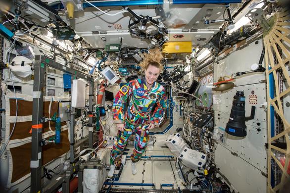 Phi hành gia trên trạm ISS cách Trái Đất gần 400km bầu cử như thế nào? - Ảnh 1.