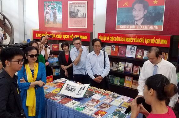 Trưng bày tư liệu về Chủ tịch Hồ Chí Minh và văn nghệ sĩ - Ảnh 1.