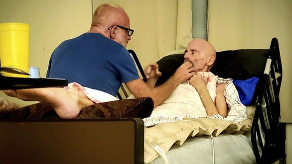 Bệnh nhân AIDS đầu tiên trên thế giới được chữa khỏi đã chết vì ung thư - Ảnh 1.