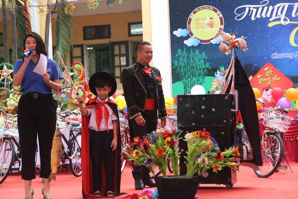 Xe đạp, trống Đội cùng trẻ em vui Trung thu - Ảnh 5.
