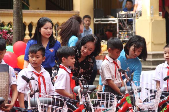 Xe đạp, trống Đội cùng trẻ em vui Trung thu - Ảnh 4.