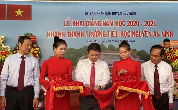 TP.HCM: Trường đầu tiên khai giảng năm học mới - Ảnh 1.