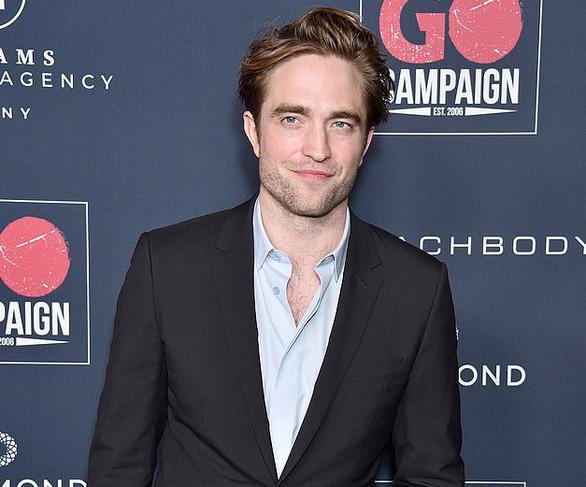 'Ma cà rồng' Robert Pattinson mắc COVID-19, đoàn phim Batman phải dừng quay - Ảnh 1.