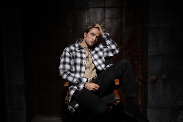 'Ma cà rồng' Robert Pattinson mắc COVID-19, đoàn phim Batman phải dừng quay - Ảnh 2.