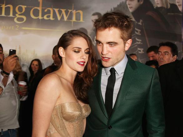 'Ma cà rồng' Robert Pattinson mắc COVID-19, đoàn phim Batman phải dừng quay - Ảnh 4.