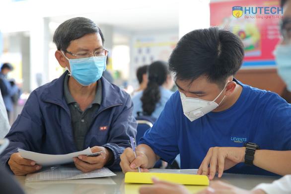 Trước điều chỉnh nguyện vọng, thí sinh có thể chắc suất bằng xét tuyển học bạ - Ảnh 2.