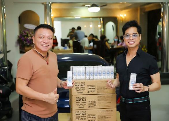 Danh ca Ngọc Sơn tặng 1000 chai nano bạc ITAMER - Ảnh 1.