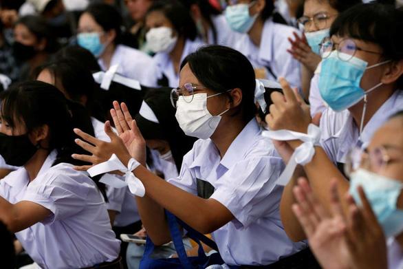 Hàng trăm học sinh, sinh viên Thái Lan biểu tình đòi cải cách giáo dục - Ảnh 1.