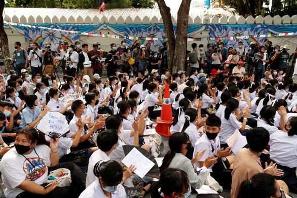 Hàng trăm học sinh, sinh viên Thái Lan biểu tình đòi cải cách giáo dục - Ảnh 2.