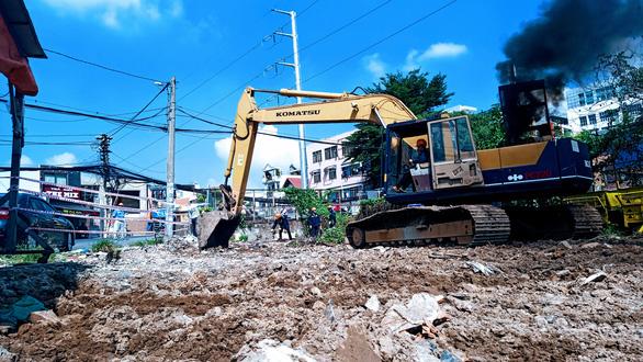 TP.HCM khởi công xây dựng cầu Hang Ngoài mới rộng gấp đôi cầu cũ - Ảnh 1.
