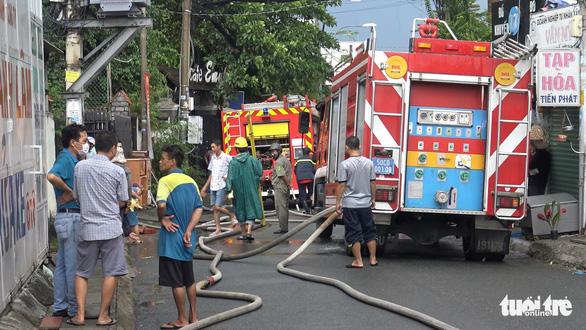 Cháy lớn nhà kho chứa phụ tùng ôtô, nhiều tài sản bị thiêu rụi - Ảnh 5.