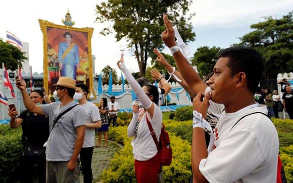 Hàng trăm học sinh, sinh viên Thái Lan biểu tình đòi cải cách giáo dục - Ảnh 3.