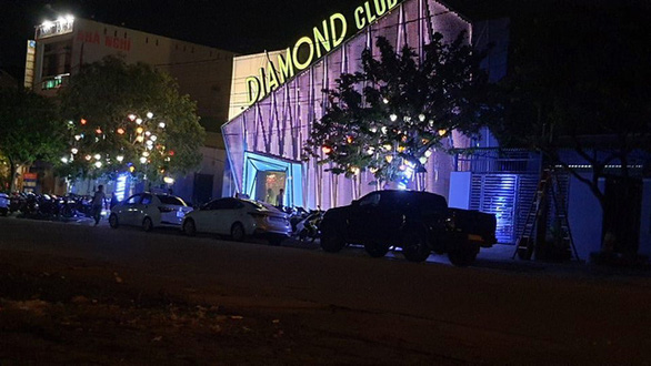 Bar Diamond Club mở cửa, livestream khách nhảy nhót bất chấp lệnh cấm? - Ảnh 1.