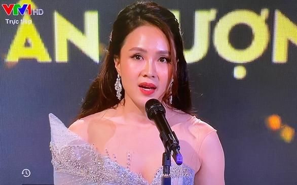VTV Awards 2020: Hoa hồng trên ngực trái đại thắng, Hồng Diễm lên ngôi - Ảnh 4.