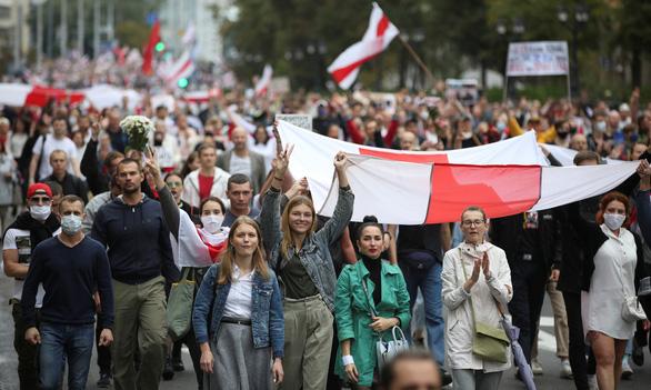 Cảnh sát bắt hàng chục người trong biểu tình lớn ở Belarus - Ảnh 1.