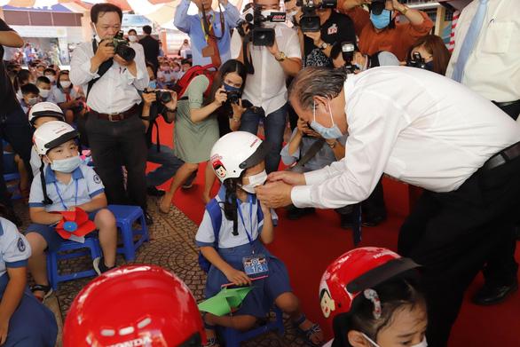 Phó thủ tướng Trương Hòa Bình dự lễ khai giảng năm học mới sáng 6-9 - Ảnh 3.