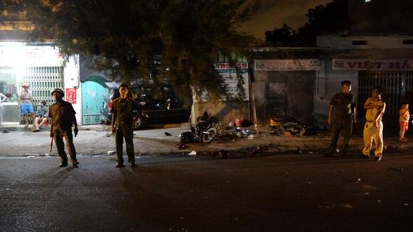 Tài xế say xỉn chạy ôtô tông hàng loạt xe máy, đâm vào nhà dân - Ảnh 4.