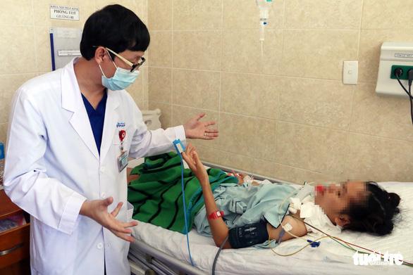 Nữ bệnh nhân 20 tuổi nghi ngộ độc patê Minh Chay đang trở nặng, hôn mê sâu - Ảnh 2.
