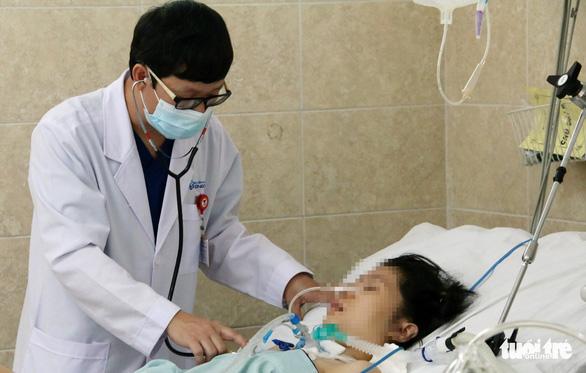 Nữ bệnh nhân 20 tuổi nghi ngộ độc patê Minh Chay đang trở nặng, hôn mê sâu - Ảnh 1.