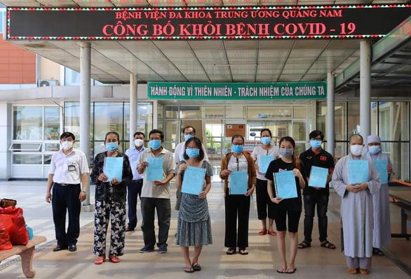 Nhân viên Trung tâm Kiểm soát bệnh tật Quảng Nam từng nhiễm COVID-19 được xuất viện - Ảnh 1.