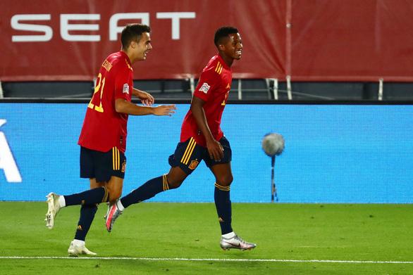 Ghi bàn giúp Tây Ban Nha đại thắng, sao 17 tuổi Ansu Fati phá vỡ kỷ lục tồn tại 95 năm - Ảnh 2.