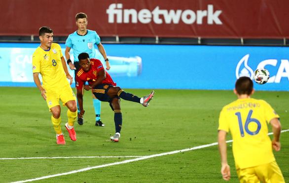 Ghi bàn giúp Tây Ban Nha đại thắng, sao 17 tuổi Ansu Fati phá vỡ kỷ lục tồn tại 95 năm - Ảnh 1.