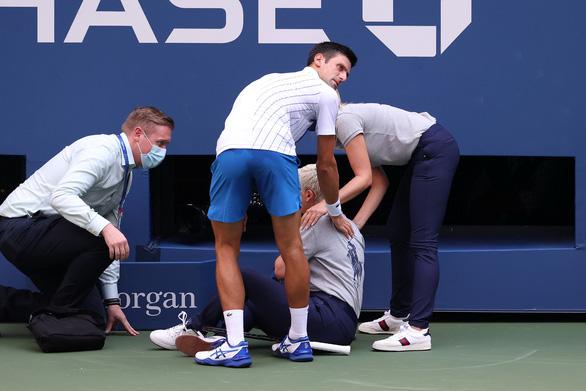 Bị phạt vì là Djokovic? - Ảnh 1.