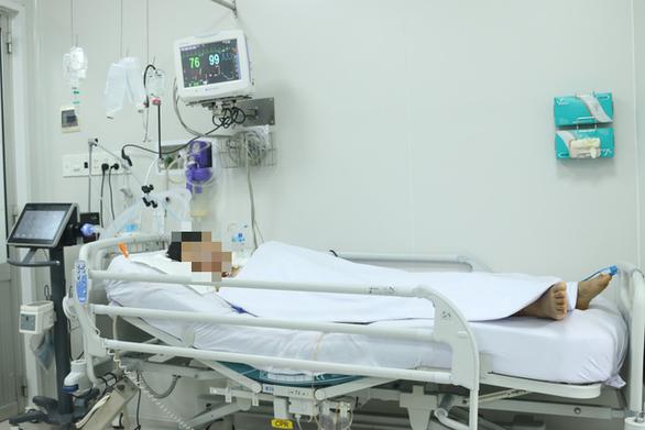Bệnh nhân ngộ độc do patê Minh Chay tại BV Chợ Rẫy phải thở máy nhiều tháng - Ảnh 2.