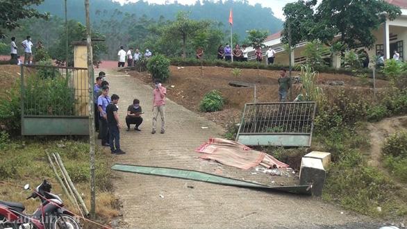 Cổng trường sập đè chết 3 học sinh: Kiểm tra lại toàn bộ chất lượng trường, lớp - Ảnh 1.
