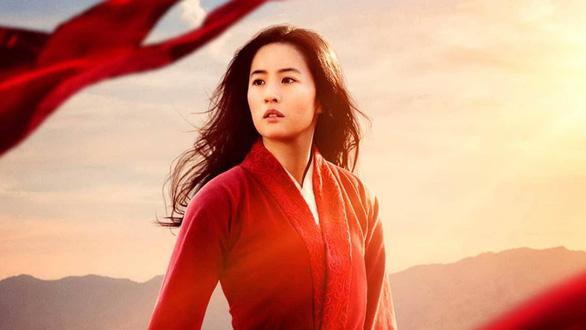 Mulan: Phương Đông vô hồn, trống rỗng - vai diễn đáng quên của Củng Lợi - Ảnh 1.