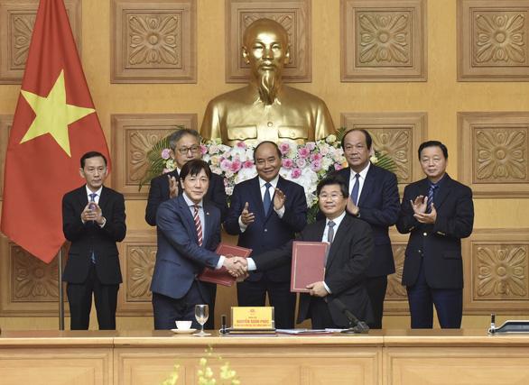 Many Japanese enterprises want to move production to Vietnam - Photo 2.