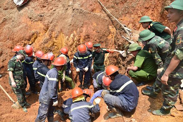 Khởi tố vụ sạt lở đất ở trường hướng nghiệp Phú Thọ làm 4 người chết - Ảnh 1.